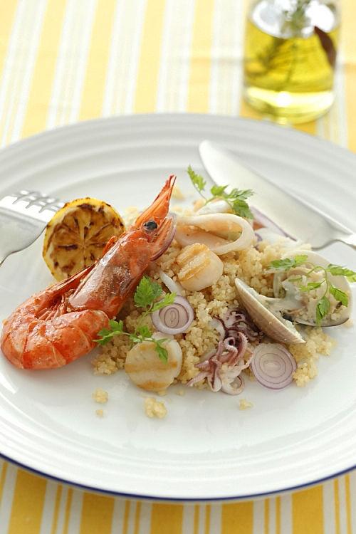 メインにもなる、クスクスと魚介のサラダ