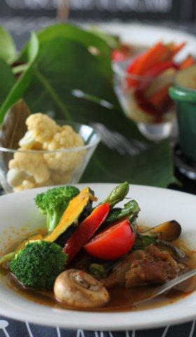 簡単!美味しい夏の彩り野菜のカレー&ピクルス