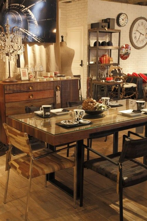 binaの家具でコーディネートされたコーナー。 ひとつひとつ表情の違う古材を生かし、ハンドメイドで仕上げています。 Bina GRAHAM DINING TABLE ¥230,000 FAREAST AQUADINING CHAIR ¥39,000