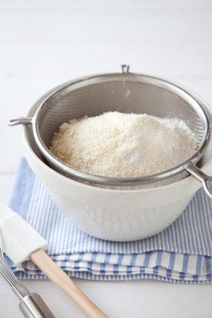 1. Aの粉類をボウルにふるい入れ、泡立て器で良く混ぜる。