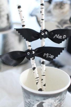 コウモリの羽の部分に 油性マジックで名前を書くと、一目で自分のコップが分かりますね。