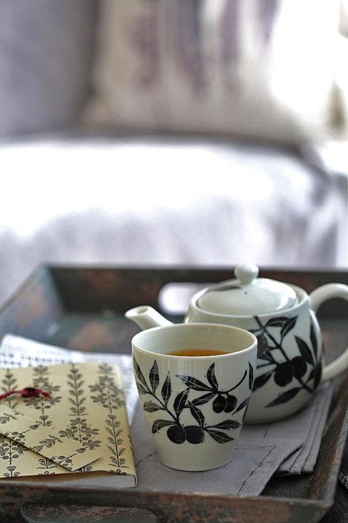 ひと手間かけて、小さな花アレンジと香ばしいお茶を楽しむ~ 「ナチュラルな暮らしのヒント」から