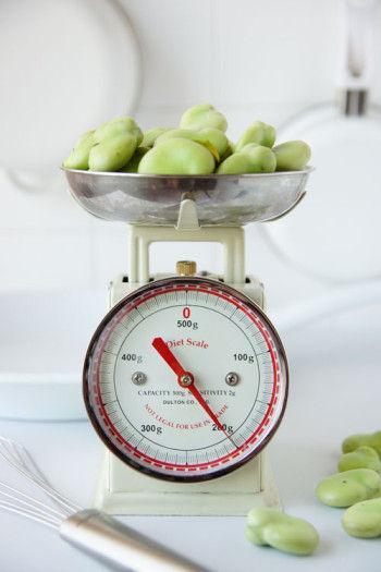 さやから豆を取り出すだけでワクワク♪ なるべく新鮮なさやの緑色の物を選んでくださいね。