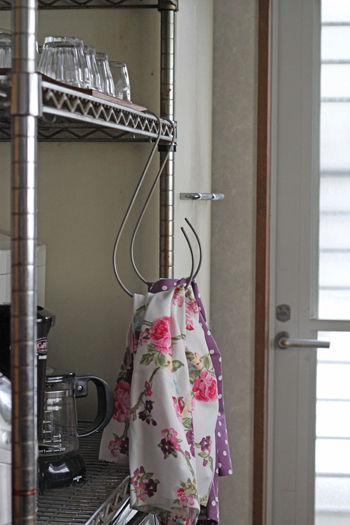 ガーデニング用大型S字フックが便利なタオル掛けに