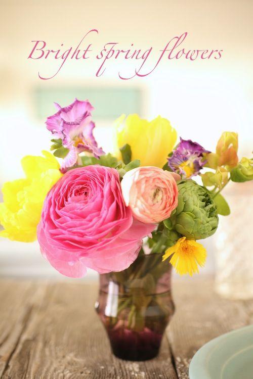 カラフルがトレンド♪ ブライトカラーの花で旬の気分を取り入れて