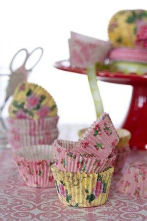 カップケーキ用のカップがカーネションに変身!