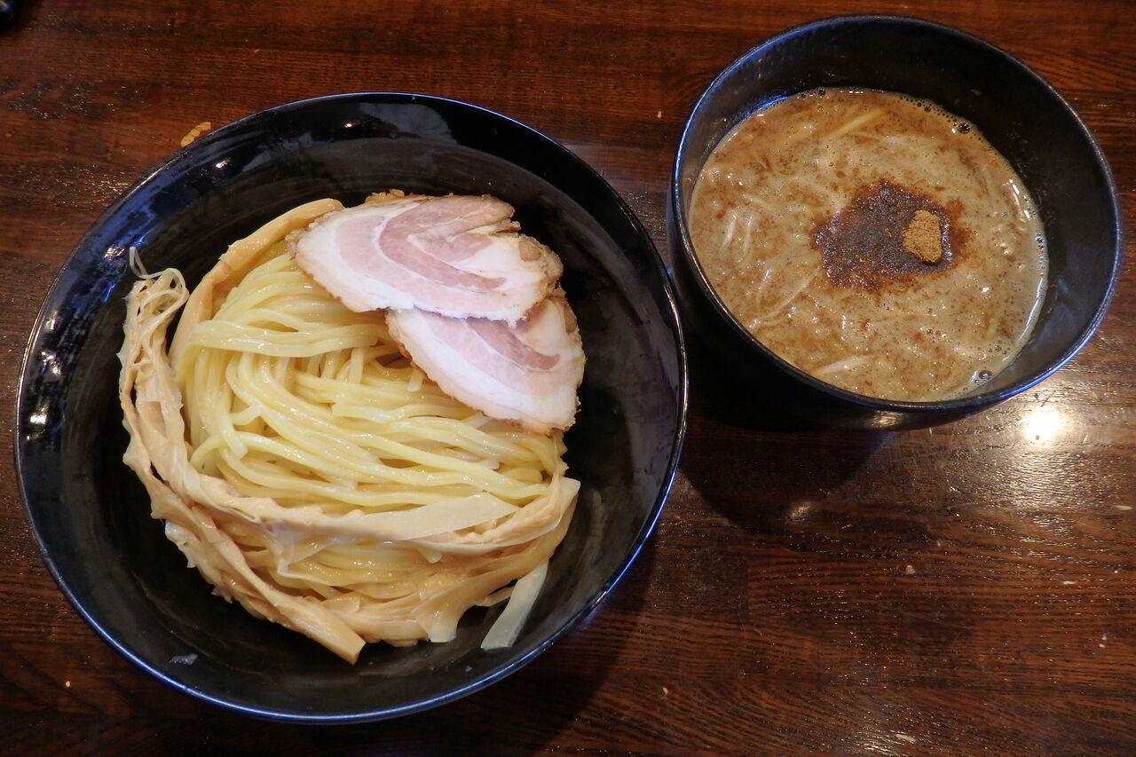 屋 いい づか 麺 淡路島・麺屋ZOEは、地元民が通う人気ラーメン店❗️気持ちいい接客が◎店内は昭和レトロ⁉️