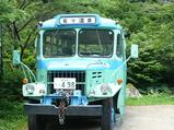 峩々温泉のレトロなバス
