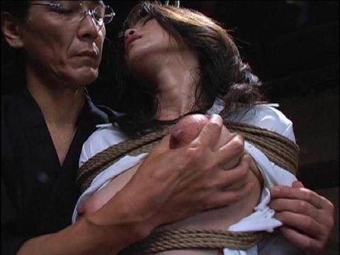 (511) 揉みしだかれる乳房、乳首28友田真希