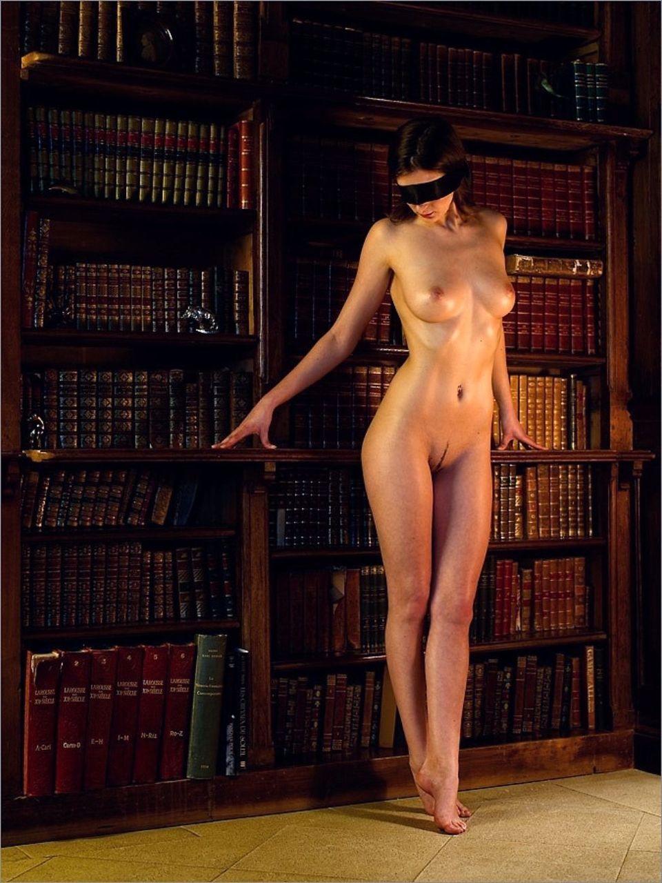 隷女全裸緊縛飼育