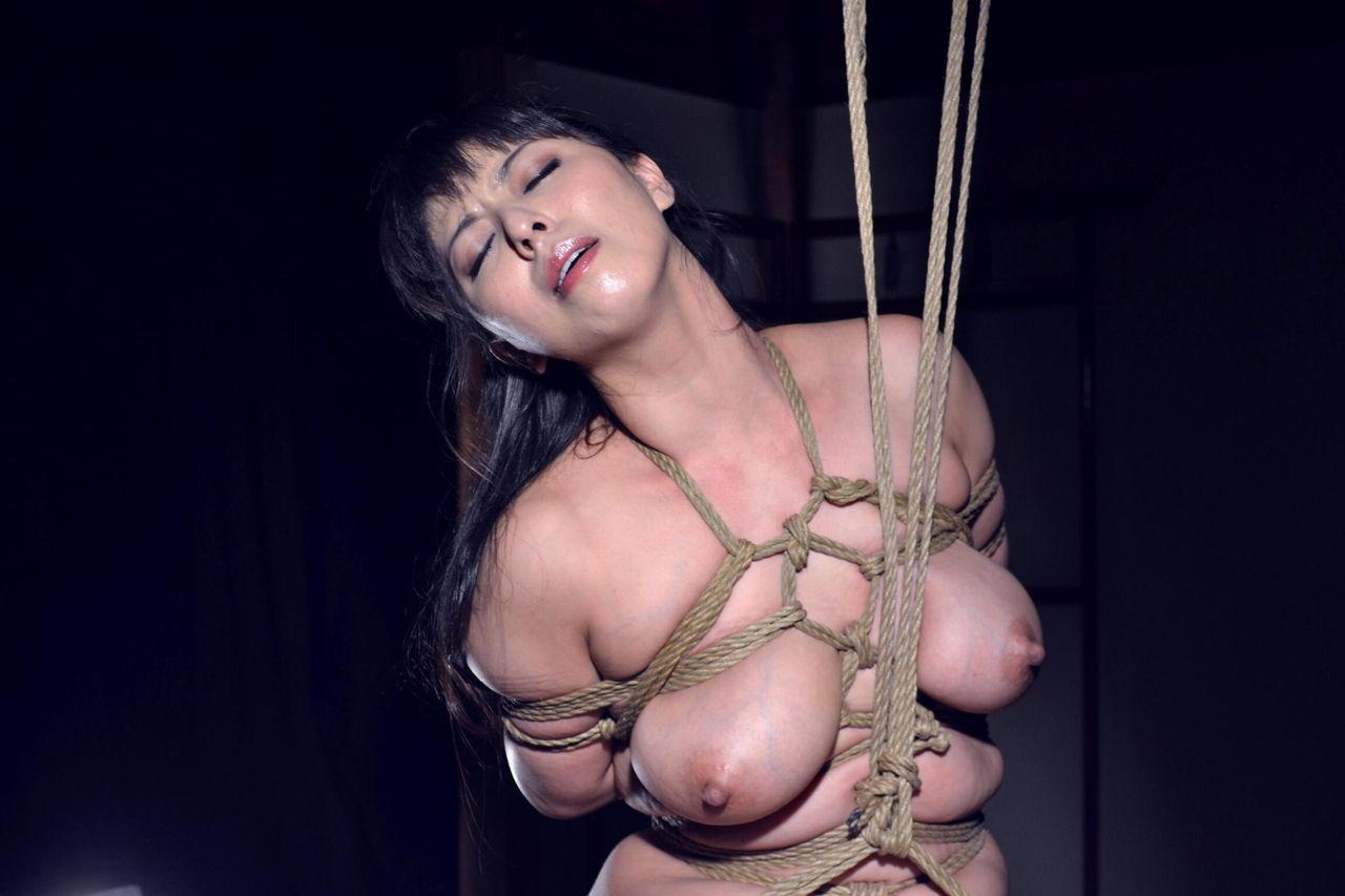 SM乳房縛り