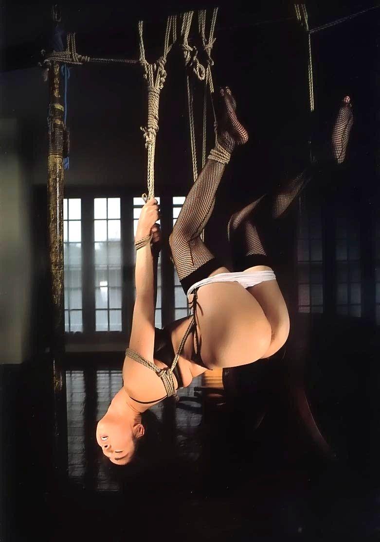 緊縛 吊り 全裸 一本 縄