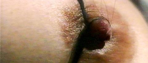 谷ナオミ、 乳首縛り