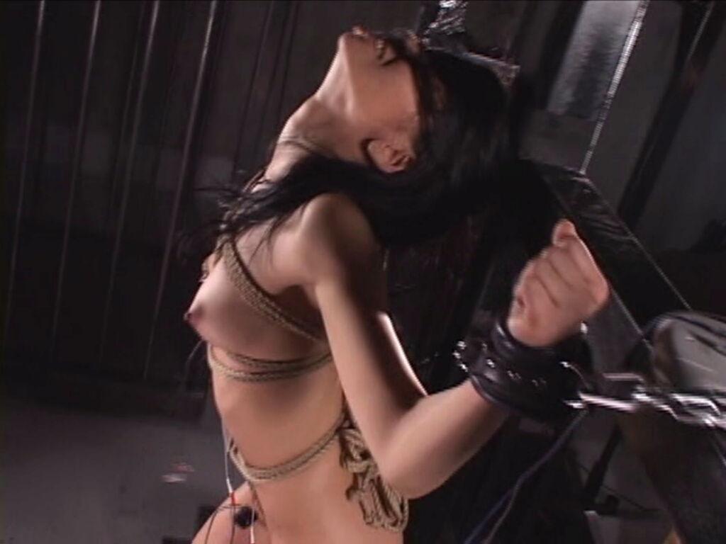 女囚緊縛 (312) のけぞる女16