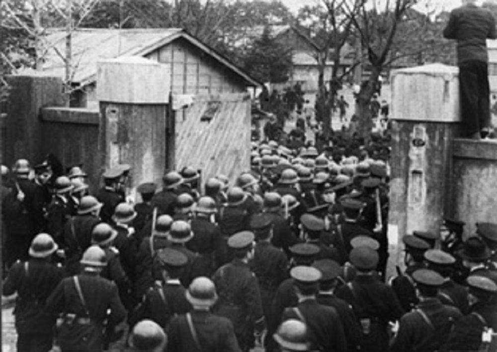 1951年2月、東京・十条の都立朝鮮中高等学校を警官隊が急襲