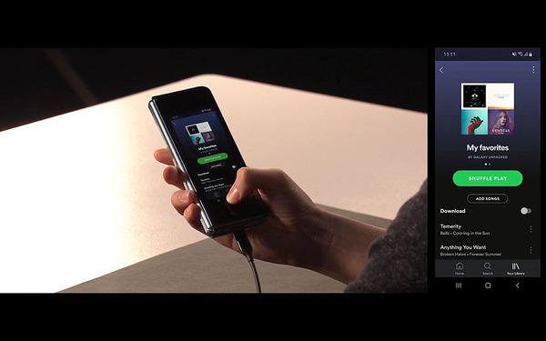 サムスン、折りたたみスマホ「Galaxy Fold」発表 12GBのメモリと512GBのストレージ搭載
