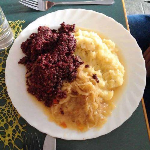 「『死んだおばあちゃん』というドイツ料理がある」というツイートが話題