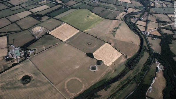 01-newgrange-and-br-na-binne-floodplain-drought-exlarge-169