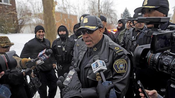 """麻薬密売人のフリをした""""おとり捜査官""""が麻薬中毒者のフリをした""""おとり捜査官""""を逮捕しようとカオス状態にの画像"""