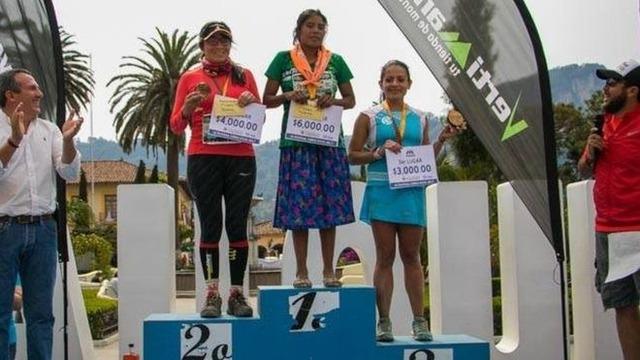 メキシコで50kmの山岳マラソン開催 → スカート姿&タイヤで作ったサンダルを履いた先住民がぶっちぎり