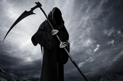 【画像】イギリスのビーチに死神のようなものが出現