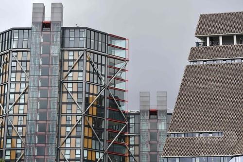 美術館からのぞかれる 展望バルコニーから向かいに立つガラス張りの高級マンションが丸見え 住人から不満の声  イギリス