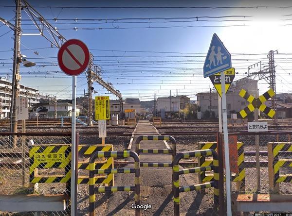 35メートルの踏切を渡りきれなかったか・・・90代男性が踏切で電車にはねられ死亡 逗子・JR横須賀線