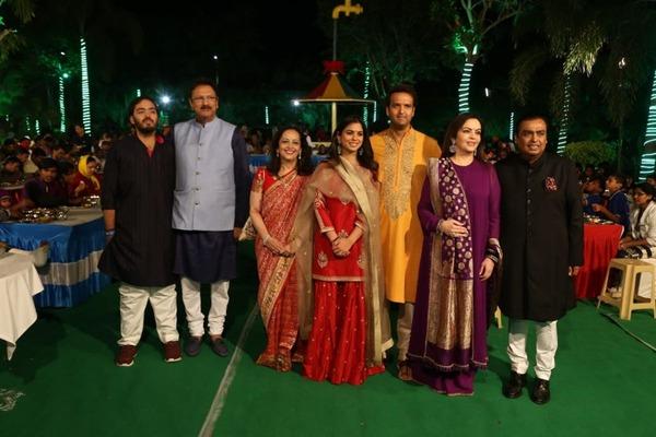 【インドの豪華結婚式】費用100億円超で多数のセレブを招待
