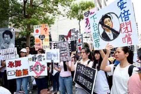 韓国代表選手、日本製シューズのロゴを隠して「大韓独立万歳」のテープを貼るwwww