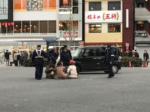 【オワタ】道路でコタツを囲んでいた京大生の末路が・・・