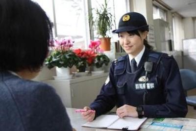 【朗報】スタイル抜群の婦警さんが盗撮されるwwwww