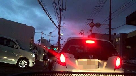 運転中ワイ「あの車、この車線に入りたがってるから譲ったろ!」