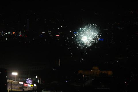 上から撮った、神宮球場の花火(2019年8月14日)
