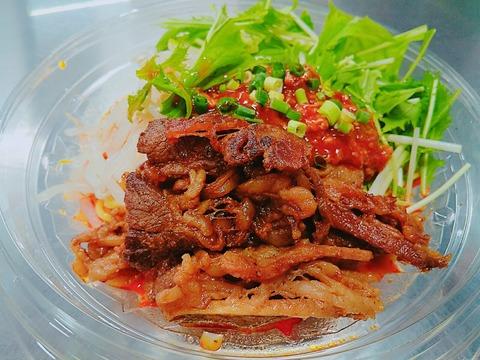 たっぷりのお肉でスタミナチャージのピリ辛担々麺!神宮球場の冷やし肉MISOバレンティン麺。
