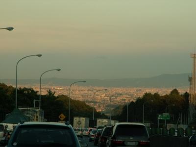 渋滞と澄んだ空と