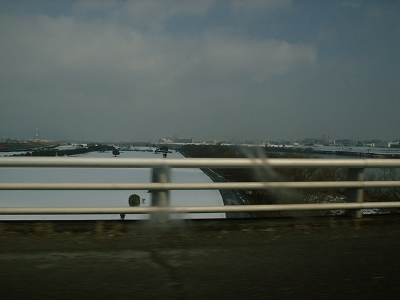 真っ白な淀川