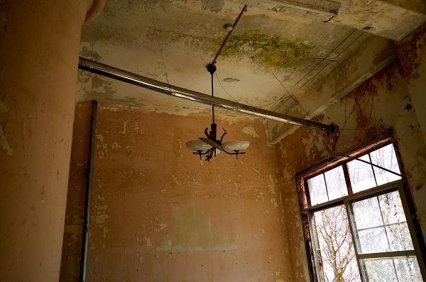 ござの部屋−電気