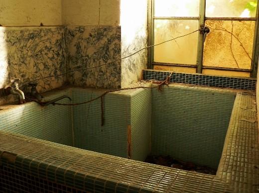 曲がったように見える風呂