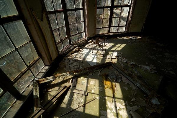 額縁の部屋−窓際