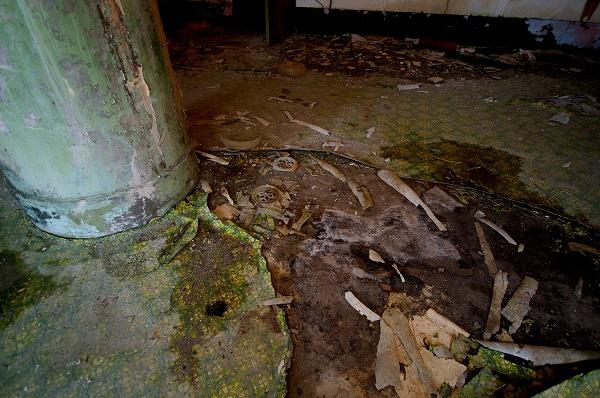 柱の部屋−床