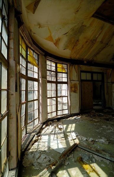 額縁の部屋−窓際タテ