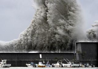 台風11号高波