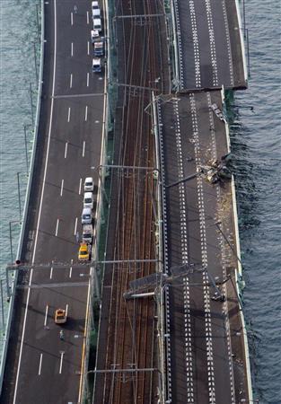 関空連絡橋損傷