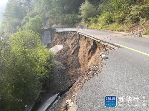 九寨溝道路損傷1