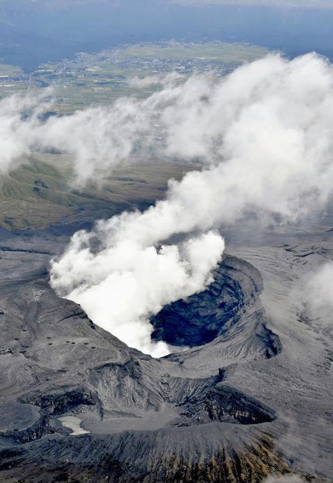 阿蘇山噴火201610081-3