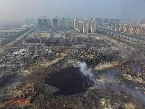 天津大爆発穴