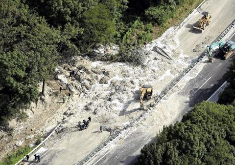 中央道土砂崩れ2
