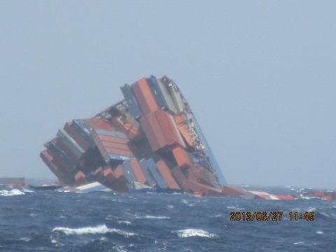 三菱製コンテナ船真っ二つ沈没