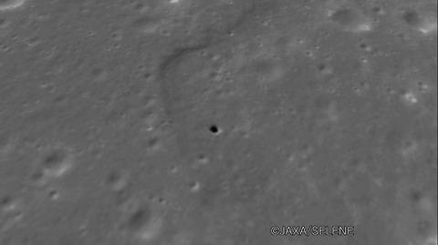 月面の竪穴
