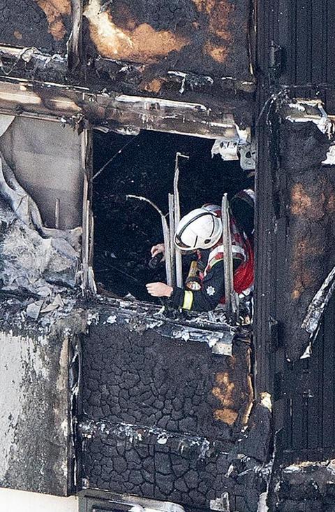 ロンドン高層アパート大火災66